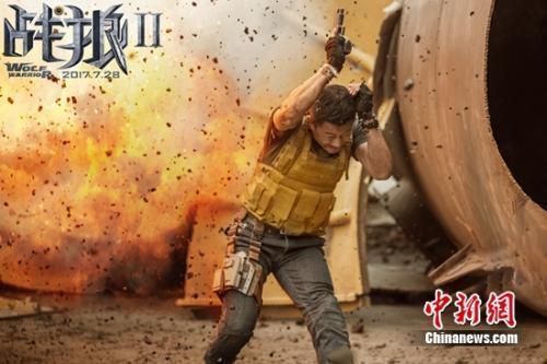《战狼2》拍摄现场危险重重。