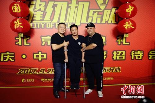 吴京助阵《缝纫机乐队》