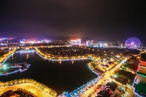 地处浙江中部的东阳市花园村夜景(9月14日摄) 新华社记者 张铖 摄