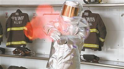"""充装氢气的""""网红""""气球遇到明火瞬间爆炸。(宁海消防供图)"""