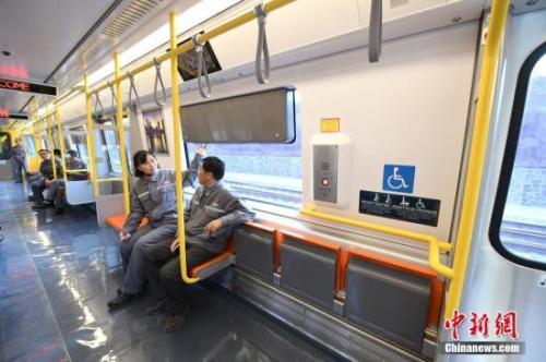 """""""中国造""""地铁运抵美国 该线路2019年将投入使用"""