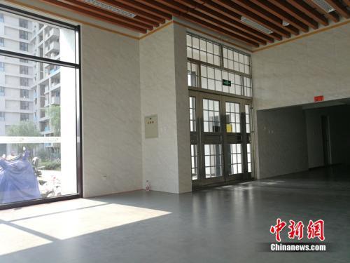郭公庄家园(北区)公租房的单元楼入口处。<a target='_blank' href='http://www.chinanews.com/' _fcksavedurl='http://www.chinanews.com/' >中新网</a>记者 邱宇 摄
