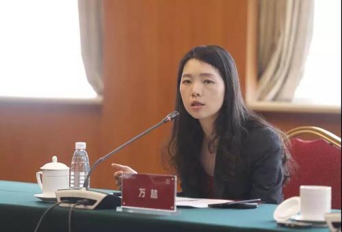 中国黄金集团首席经济学家万�础:�海丹 摄