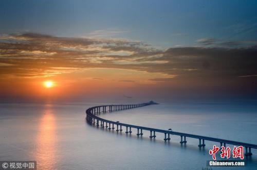 航拍镜头下的港珠澳大桥秋日美景。Vincent Chan 摄 图片来源:视觉中国