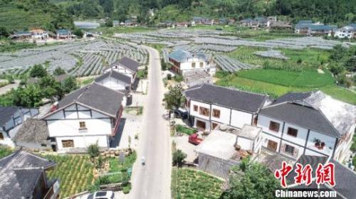 资料图:农村公路。袁超 摄