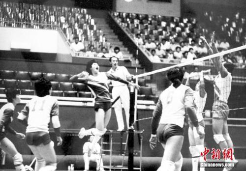 图为1986年中国女排参加世界大赛。<a target='_blank' href='http://www.chinanews.com/'>中新社</a>发 钟欣 摄
