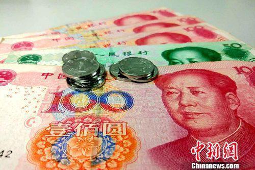 资料图:人民币。 李金磊 摄