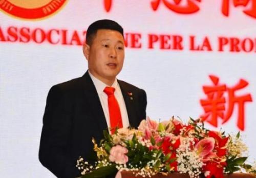 中意商贸交流促进会会长潘寿式在年会上说话。图片来源:欧联网