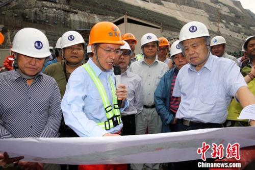2014年,钱七虎指导地下工程现场建设。