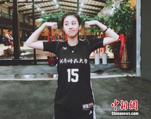 现实版赤木晴子来了!这个打篮球的姑娘又帅又美