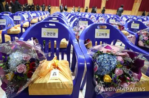韩国世越号遇难高中生毕业高中泪洒问题现场典礼应注意的家长图片