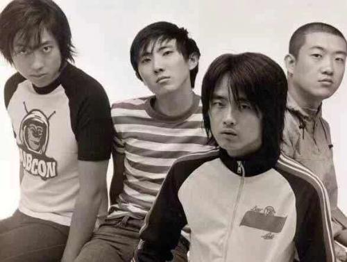 早期的新裤子乐队。