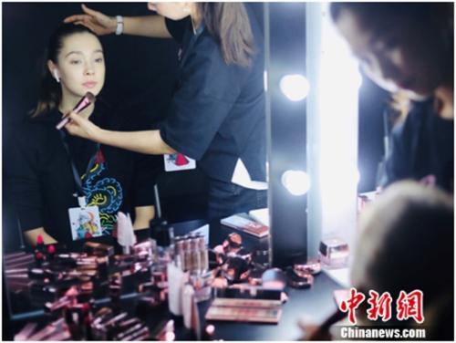 玫琳凯在上海时装周期间发布旗下全新彩妆子品牌Pink Young