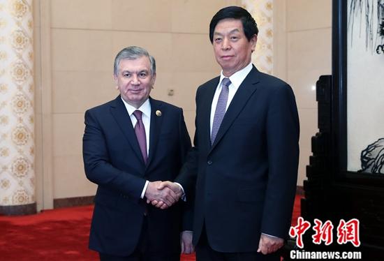 4月26日,全國人大常委會委員長栗戰書在人民大會堂會見烏茲別克斯坦共和國總統米爾濟約耶夫。<a target='_blank' href='http://www.p0gz.com/'>中新社</a>記者 宋吉河 攝