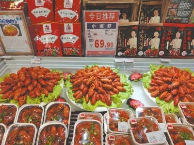 超市里卖卖的小龙虾。