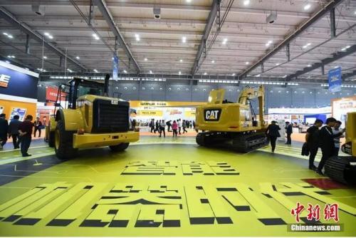 """2019 长沙国际工程机械展览会以""""智能化新一代工程机械""""为主题。杨华峰摄"""