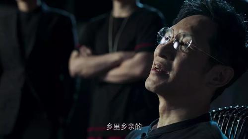 视频截图:王劲松饰演王耀东