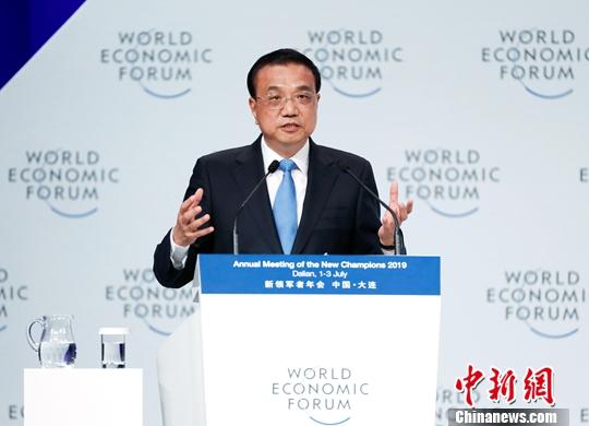 7月2日,中国国务院总理李克强在大连出席2019年夏季达沃斯论坛开幕式并发表特别致辞。中新社记者 刘震 摄