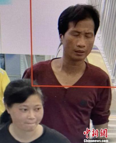 7月4日高铁站监控梁、谢二人出现画面。警方 供图