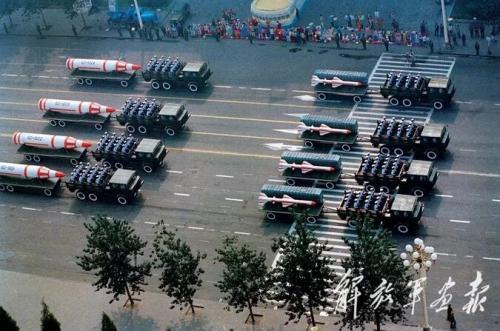 战略火箭部队的中程、远程和洲际导弹。图片来源:解放军画报