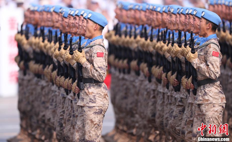 10月1日上午,庆祝中华人民共和国成立70周年大会在北京天安门广场隆重举行。图为受阅的维和部队方队。<a target='_blank' href='http://www.chinanews.com/'>中新社</a>记者 杜洋 摄