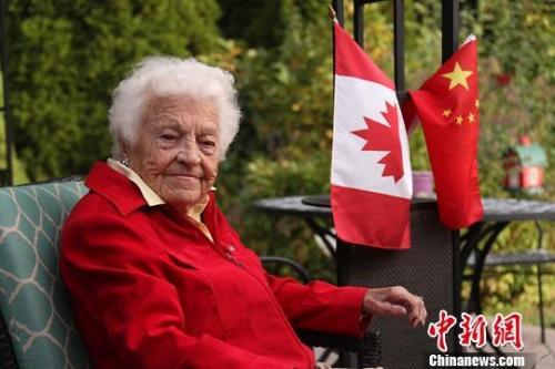 """克日,减拿年夜政坛传怪杰物、98岁的安大概省稀西沙减市前市少乌兹我麦考莲(Hazel McCallion)承受a target='_blank' href='http://www.chinanews.com/'中新社/a记者专访时暗示;""""那么多年去我来过良多次北京。每次我从头回到那女,皆能看到前进。""""a target='_blank' href='http://www.chinanews.com/'中新社/a记者 余瑞冬 摄"""