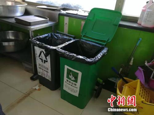 收残区的厨余垃圾桶 中新网记者 张尼 摄
