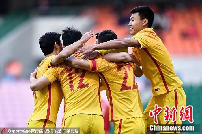 国足2:0战胜中国香港。 图片来源:osports全体育图片社