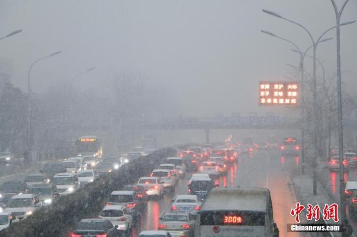 资料图:高速公路封闭。<a target='_blank' href='http://jixvs.com/'>中新社</a>记者 启明 摄