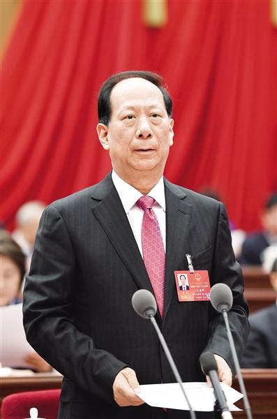 1月12日上午,大会执行主席、主席团常务主席石泰峰主持大会。 本报记者 袁永红 摄