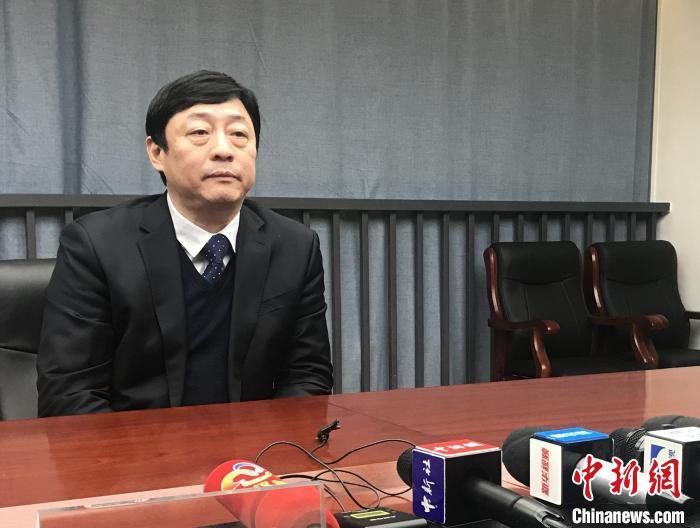 武汉市疾病预防控制中心主任、主任医师李刚回答记者提问 张芹 摄