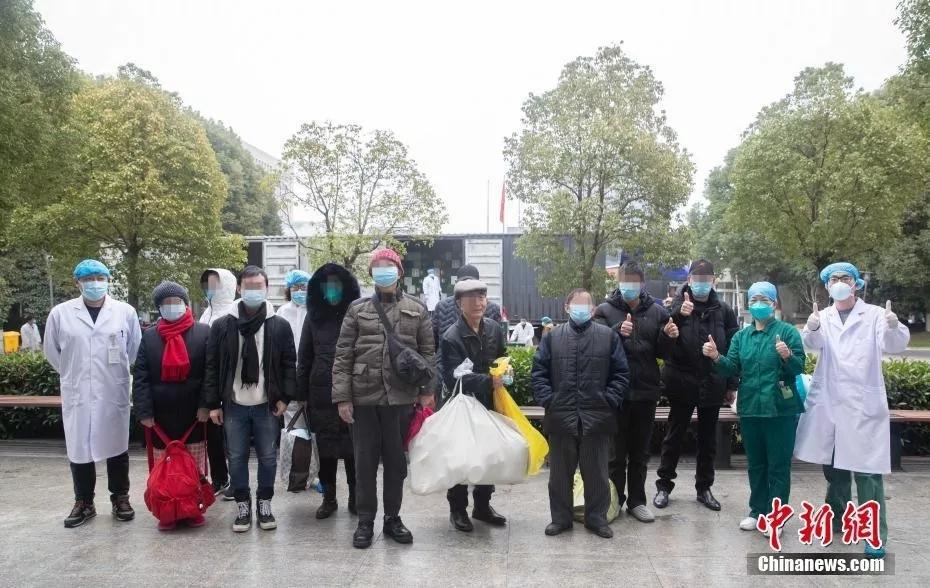 2月2日,武汉市金银潭医院37名患者出院。<a target='_blank' href='http://www.hsssfn.com/'>中新社</a>发 李洁 摄