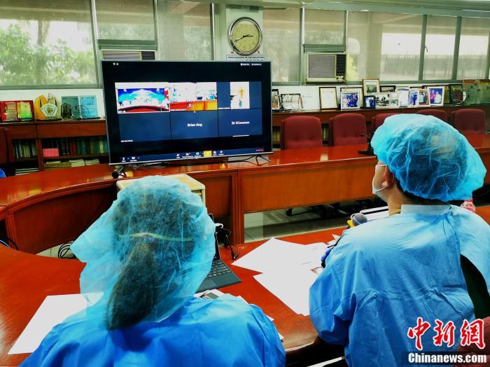 双方就十多个新冠肺炎防控和治疗专业问题,进行了细致的交流。关向东 摄