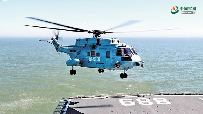海军首批舰载直升机飞行学员完成着舰单