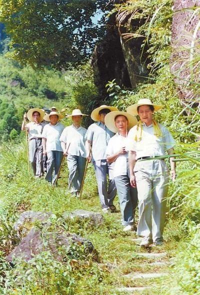 △ 1989年7月,习近平在寿宁县山村。