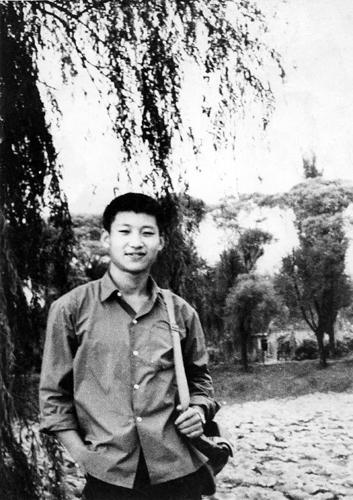1972年,插队回京探亲时的习近平。图片来源:新华社