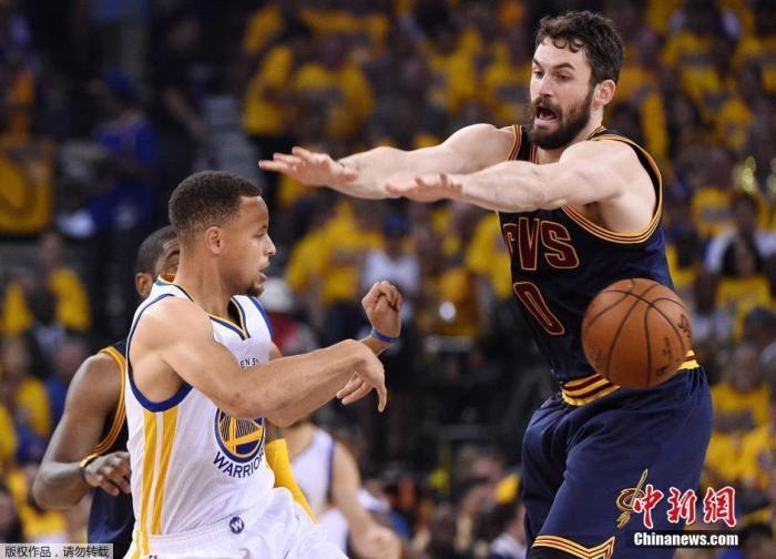 NBA球星乐福(右)也曾受抑郁症困扰。