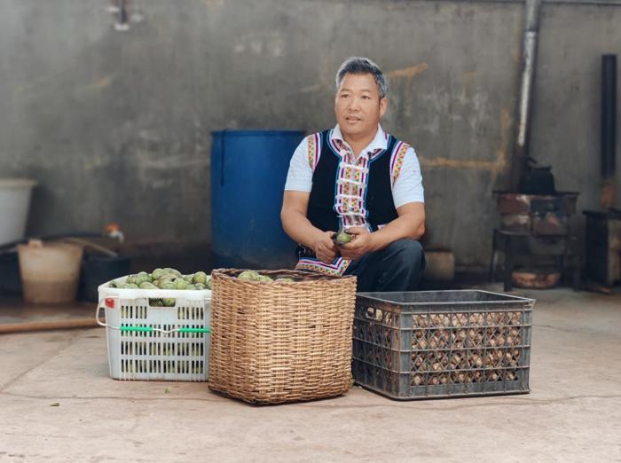 59岁阿姨网游助农和网友为云南深山卖出万斤核桃