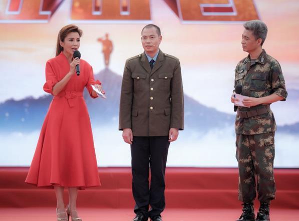 """央视《时刻准备着》落幕 """"中国机长""""刘"""