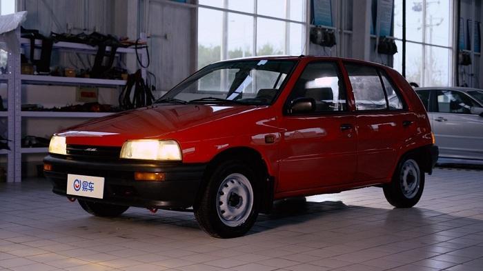 《易车时光》系列视频栏目修复后的红色老夏利。