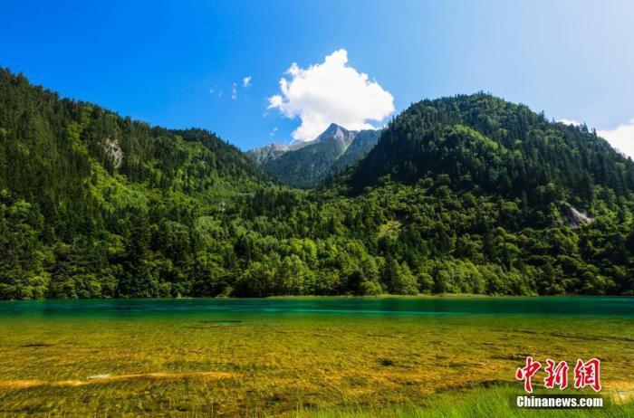 资料图:九寨沟景区风光。 余晴峯 摄 图片来源:CTPphoto