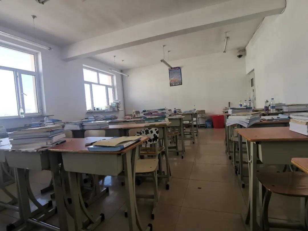 上学成了上当 一门课一学期换好几个老师 这所民办职校的困与乱