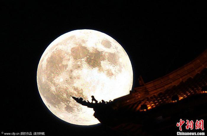 资料图:2013年9月19日在江苏南通拍摄的中秋明月。许丛军 摄 图片来源:CFP视觉中国