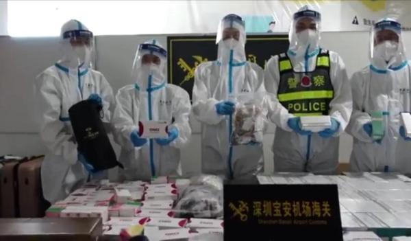 深圳宝安机场海关查获违规携带琥珀、化妆品、名酒等高价值物品入境案。(深圳海关)