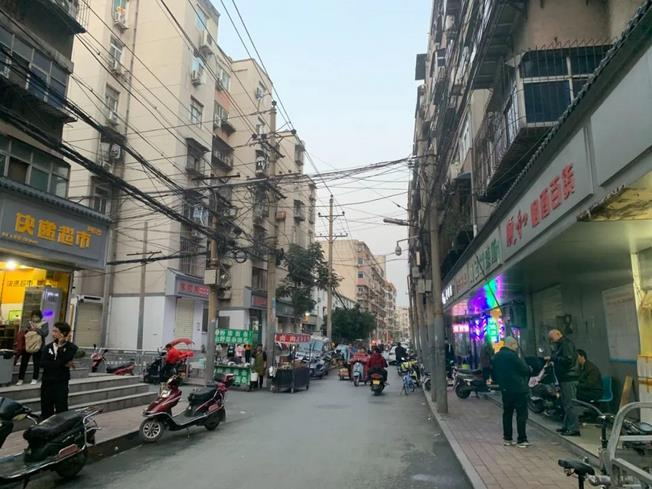 于某海家所在小区附近街景,邻居介绍,于某海从小在这里长大。图/新京报记者 张胜坡 摄