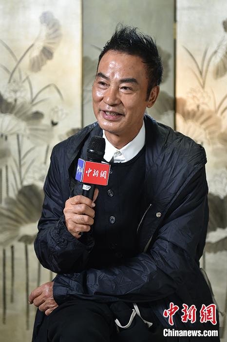 任达华接受记者专访。记者 李骏 摄