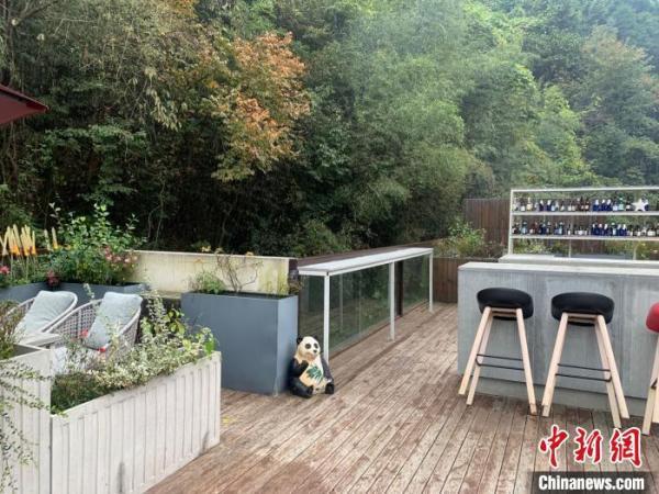 图为东沟村半山腰的咖啡馆 武一力 摄