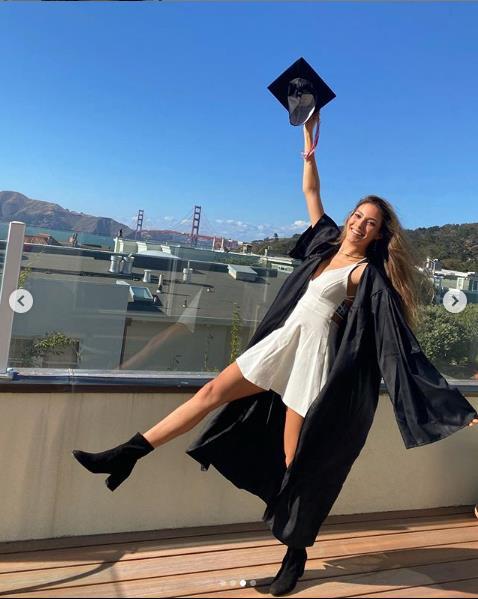 谷爱凌晒照片庆祝高中毕业。图片来源:谷爱凌个人社交媒体