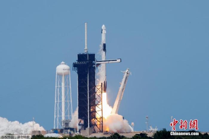 """资料图:当地时间5月30日,SpaceX""""龙""""飞船进行首次载人试飞发射。"""