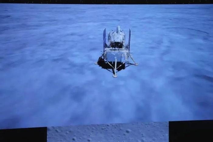 12月1日拍摄的嫦娥五号探测器着陆画面。新华社记者 金立旺 摄